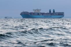 Mogens_Maersk_departuring_Aarhus_006