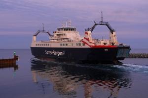 SAMSØ departs Ballen a December afternoon.