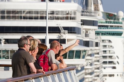 cruise_passengers_013