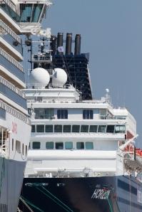 cruise_ships_003