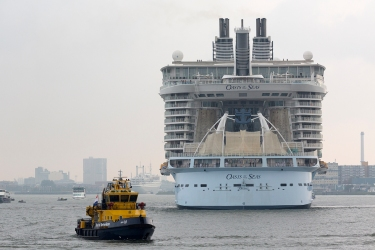Oasis_of_the_Seas_in_Rotterdam_004