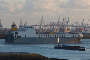 Opaline_departs_Rotterdam_001