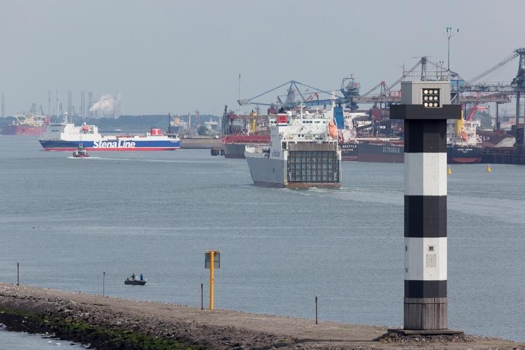 Stena_ships_in_the_Caland_Kanaal_001