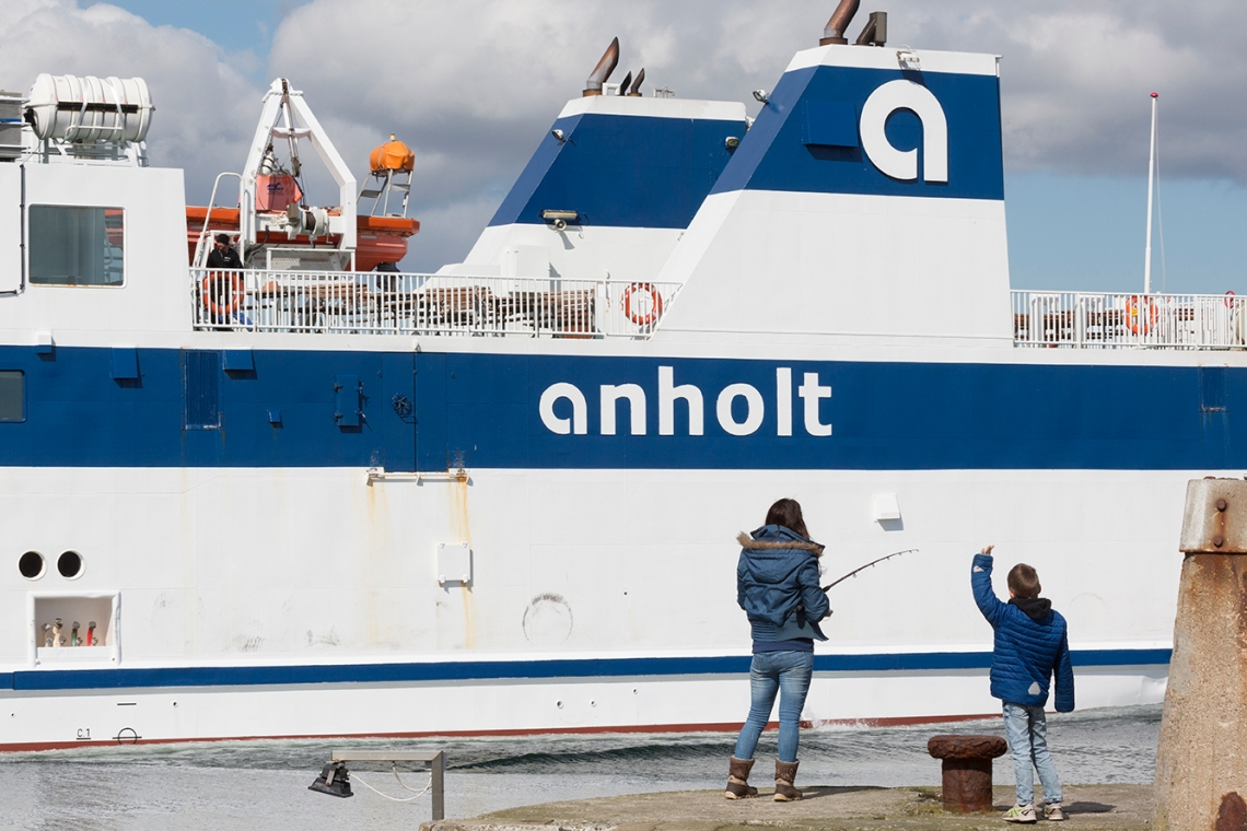 Anholt_arrives_Grenaa_001