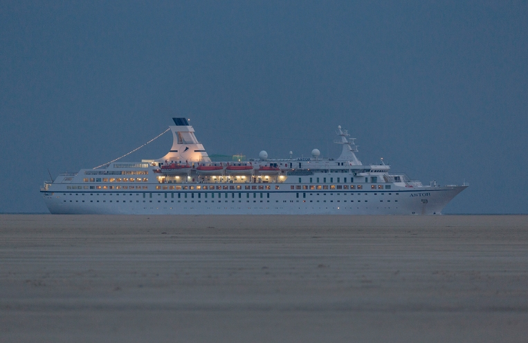 ASTOR off the vast Fanø west beach 04:50 from Sylt further south in The Wadden Sea, on route for Esbjerg.